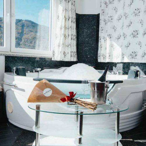Dvoposteljna soba Deluxe z masažno kadjo gril ranca